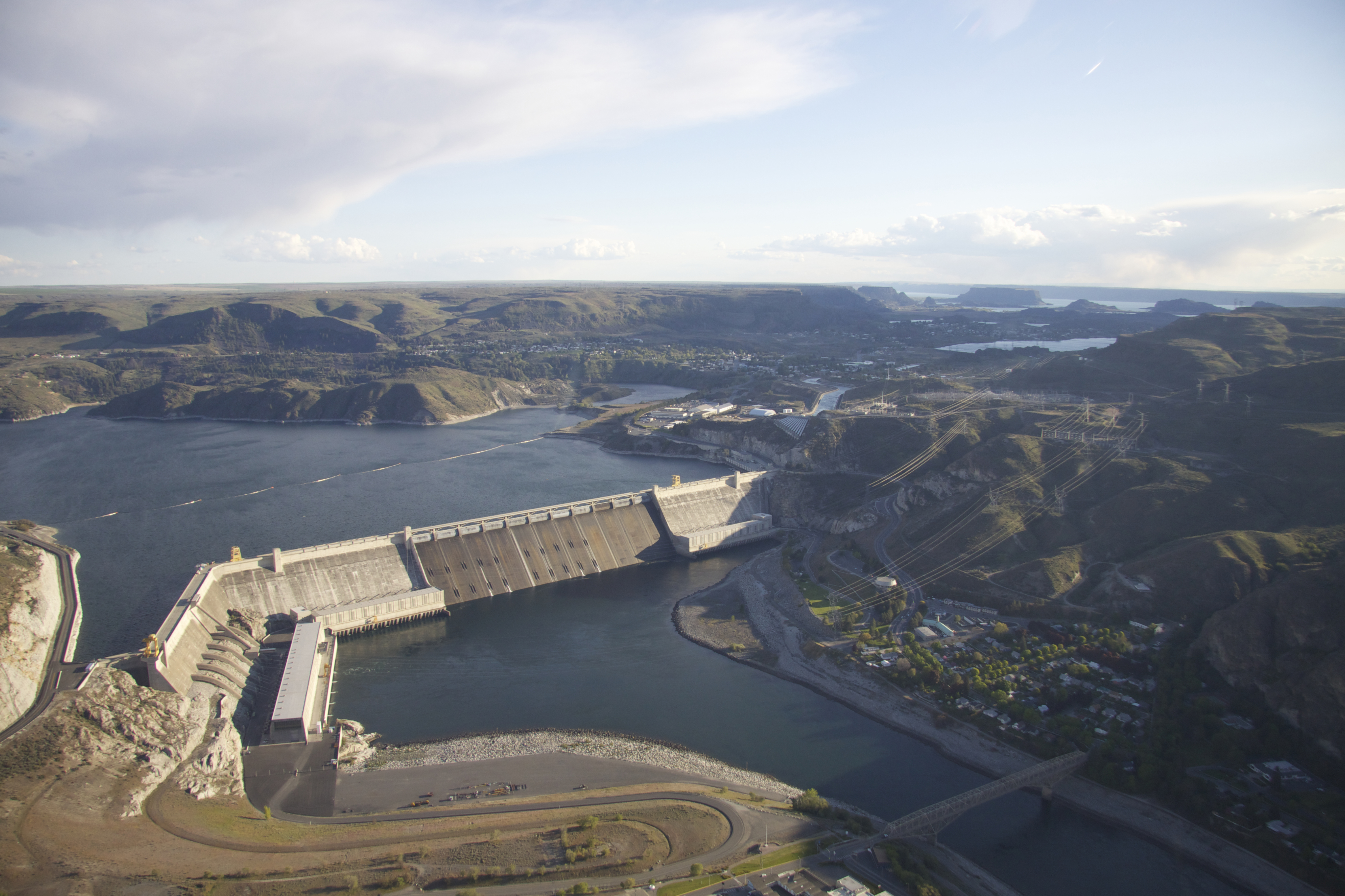 grand coulee Grand coulee dam is a concrete gravity dam on the columbia river in the us state of washington, built to produce hydroelectric power and provide irrigation water constructed between 1933 and 1942, grand coulee originally had only two powerhouses.